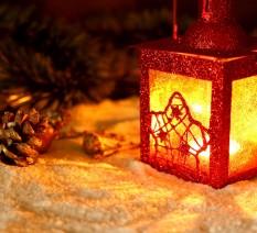 zündet Kerzen für Weihnachten